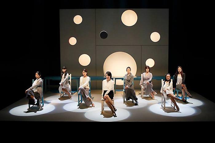 "MITAKA ""Next"" Selection 風琴公房公演『アンネの日』(詩森ろば作・演出) 撮影/横田敦史"
