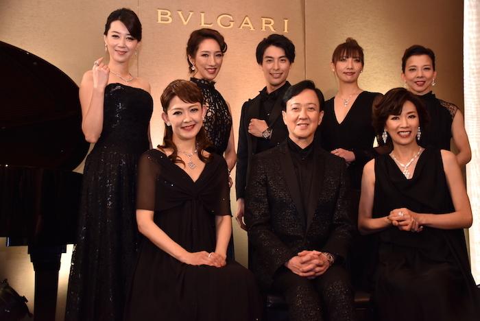 姿月あさと、坂東玉三郎、真琴つばさ(前列左から)、凰稀かなめ、水夏希、海宝直人、大空ゆうひ、霧矢大夢(後列左から)