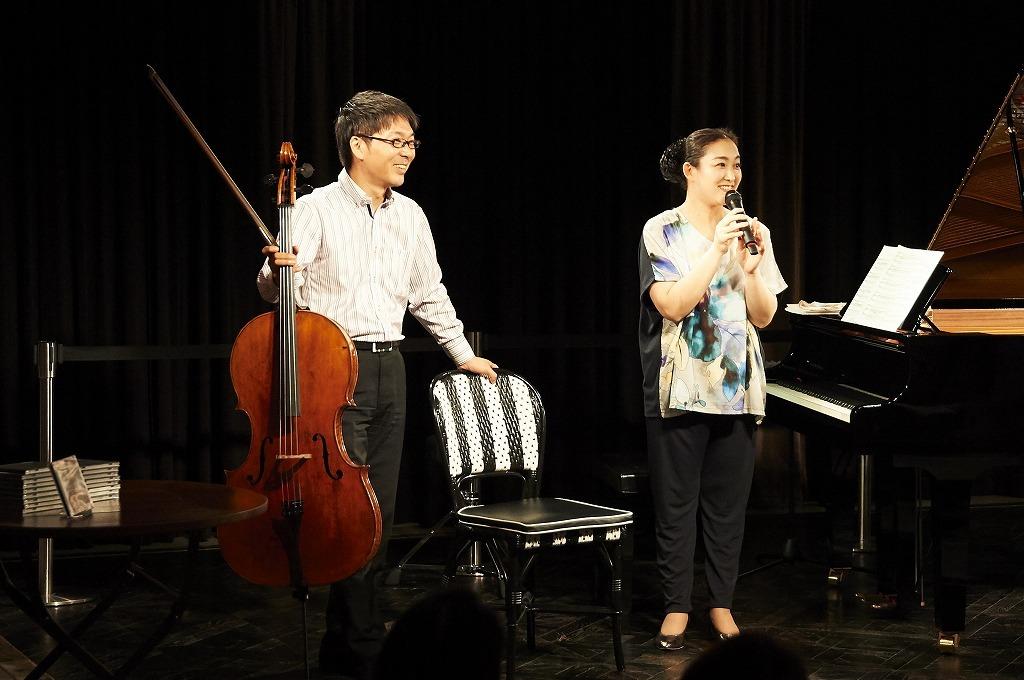 (左から)金子鈴太郎、坂本真由美