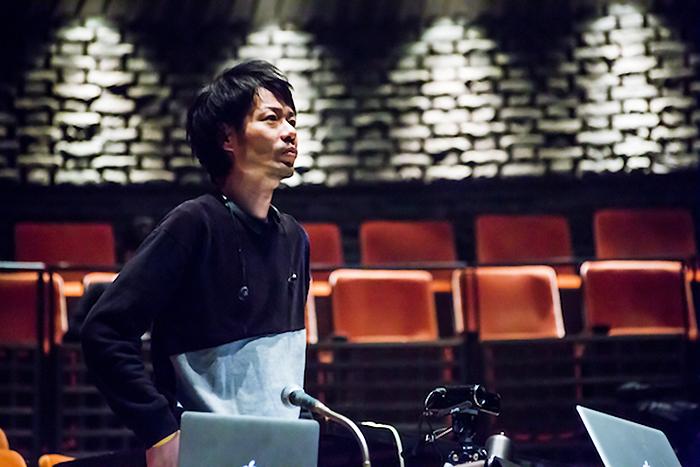 SPAC公演『歯車』を演出する多田淳之介 ©️SPAC Photo by NAKAO Eiji