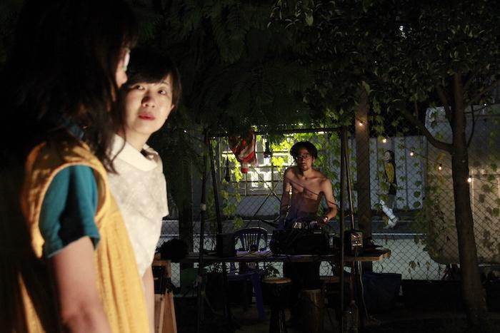 左からMIKI the FLOPPY、望月志津子(五反田団)、Coff