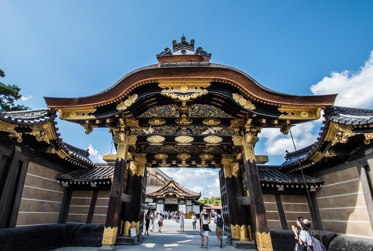 唐門彫刻の修復に使用した金箔は11400枚。その輝きは一見の価値あり