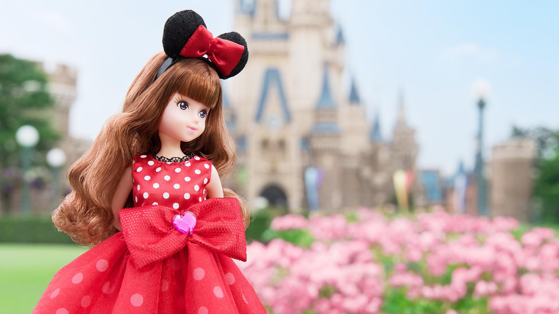 ミニーマウスをイメージしたお洋服を着た女の子