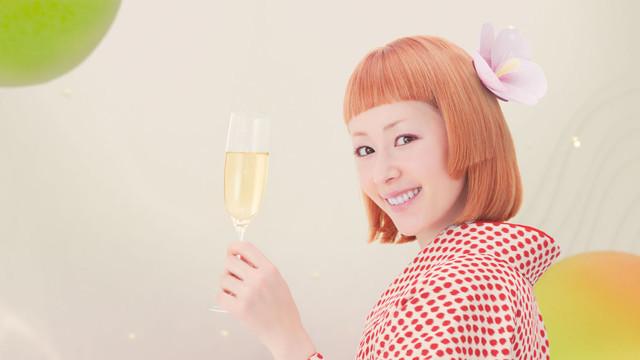 チョーヤ「さらりとした梅酒」CMのワンシーン。