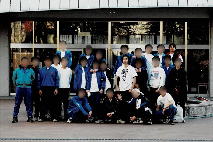 高木大地と佐野雄太が写る高校時代の写真