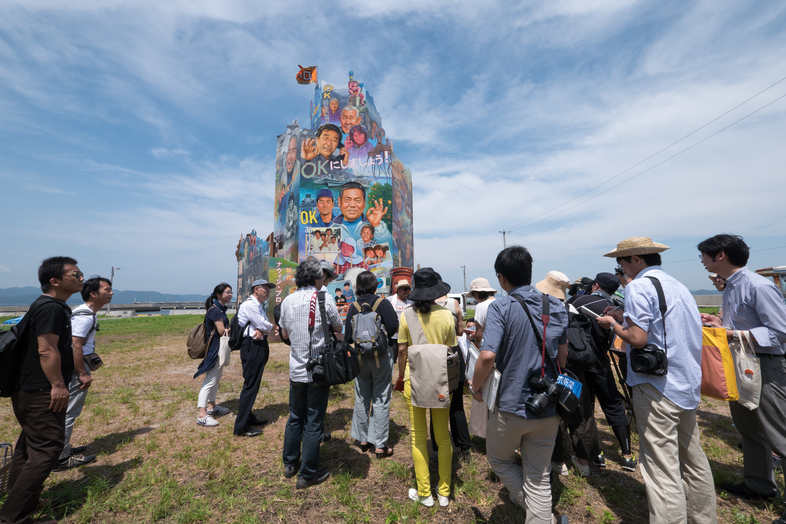 ナウィン・ラワンチャイクン(Navin Rawanchaikul) OK Tower, 2016 Installation view at Nishiura village, Megijima, Japan Photo by Navin Production