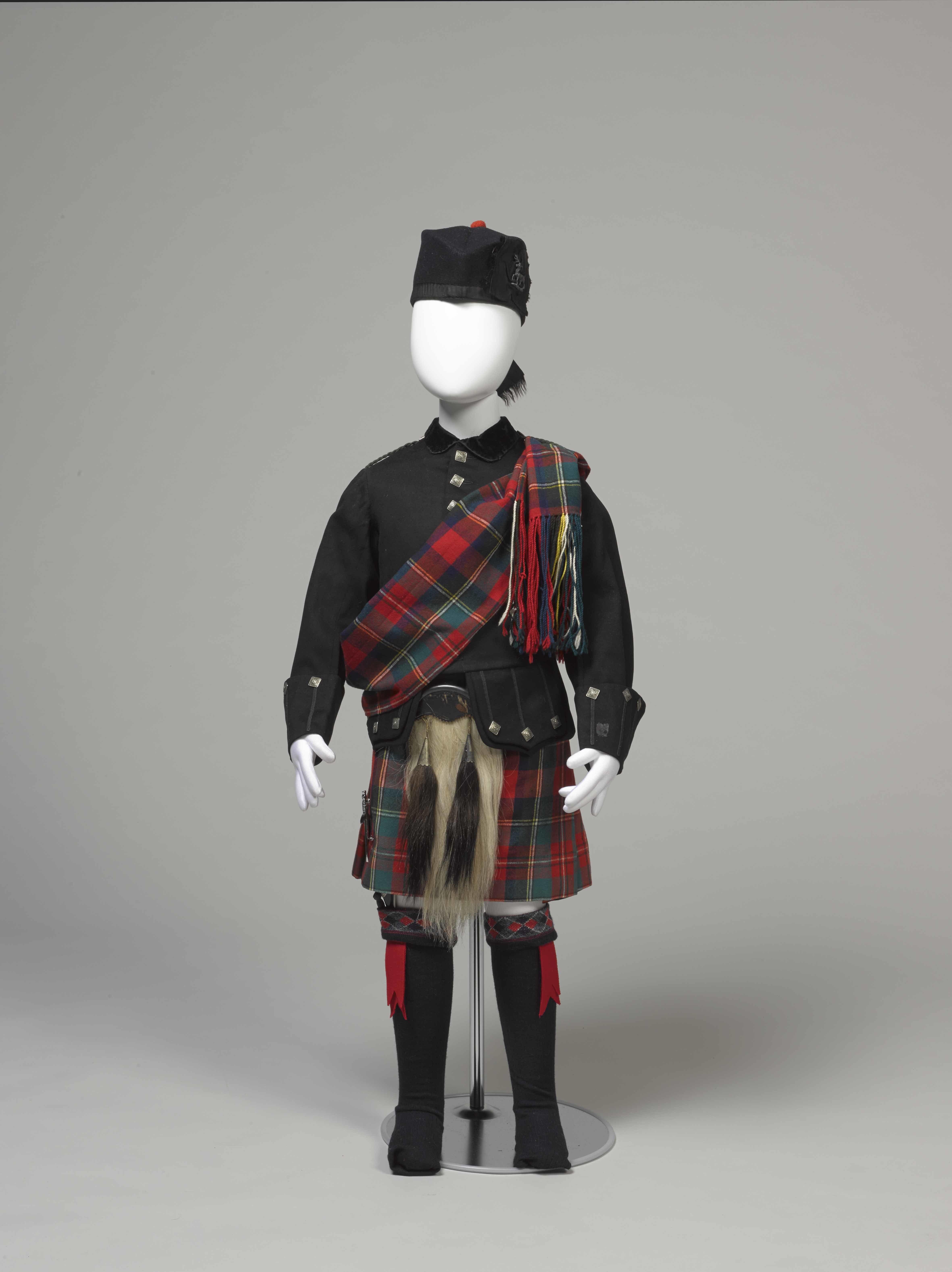 <子ども用ハイランド衣装一式> 1868年頃   神戸ファッション美術館蔵