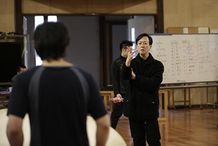 「混沌」練習風景。坂東玉三郎と。(撮影:岡本隆史)