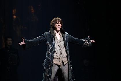 残酷な世界と一筋の希望の光を描き出す、ミュージカル『笑う男』待望の日本初演開幕