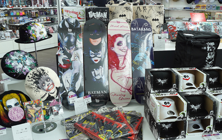 充実の物販コーナー DC SUPER HEROES and all related characters and elements (C) & TM DC Comics. WB SHIELD: (C) & TM WBEI. (s21)