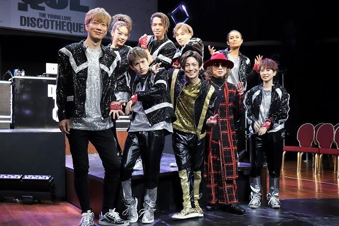 (前列左から)DJ U-ICHI、浜中文一、屋良朝幸、m.c・A・T、いつか(後列左から)suzuyaka、草間リチャード敬太、末武幸紘、UNO