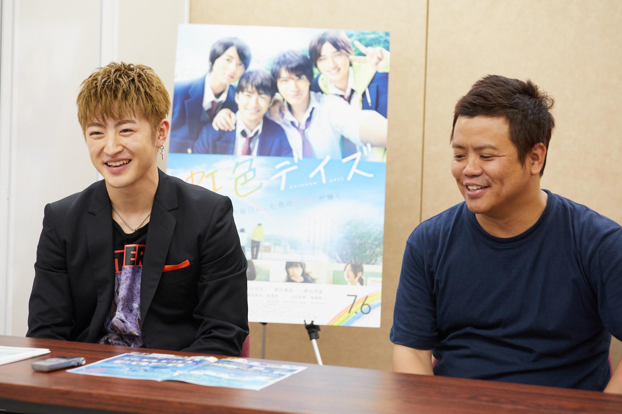 左から、佐野玲於、飯塚健監督 撮影=岩間辰徳