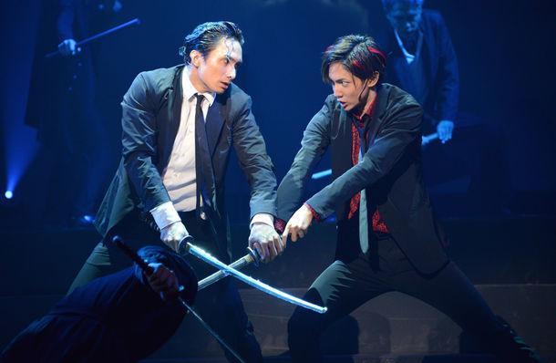 「幽劇」公開ゲネプロより、左から橘ケンチ演じるダイ、有澤樟太郎演じるショウ。