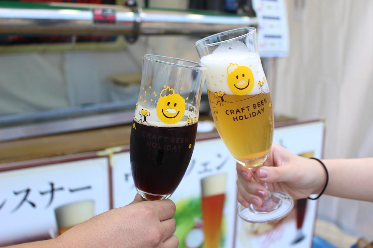 「城端麦酒」(富山)曳山エール/写真左・「海軍さんの麦酒」(広島)ピルスナー/写真右