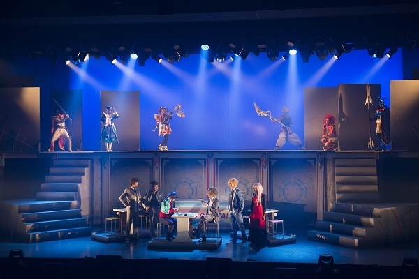 カードゲームが舞台上に出現! ©ヴァンガードプロジェクト/テレビ愛知 ©舞台ヴァンガードプロジェクト