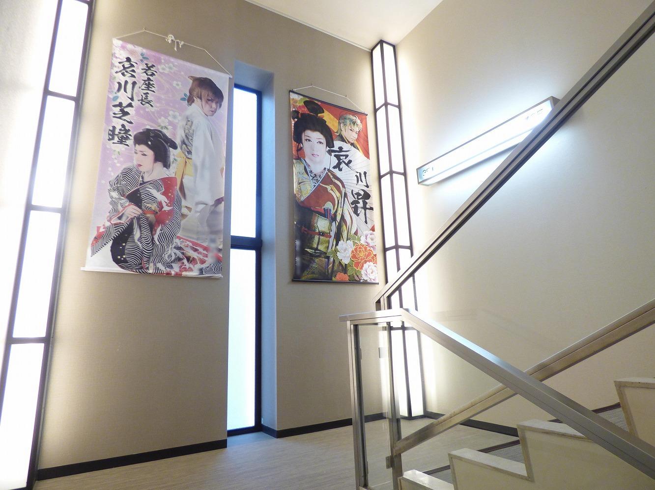 3階の「小江戸座」に続く階段。