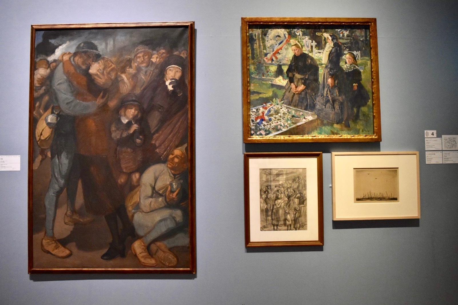 左:テオフィル・アレクサンドル・スタンラン 《帰還》 1918年 国立西洋美術館蔵、右上:リュシアン・シモン 《墓地のブルターニュの女たち》 1918年頃 国立西洋美術館蔵 右下(左):テオフィル・アレクサンドル・スタンラン 《第一次世界大戦の素描》 1915年 株式会社ジールハウス蔵、右下(右):クリストファー・リチャード・ネヴィンソン 《あの呪われた森》 1918年 国立西洋美術館蔵