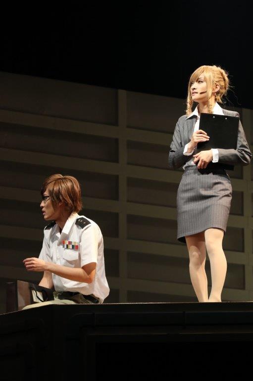 ヘルパーT細胞役:戸谷公人(左)