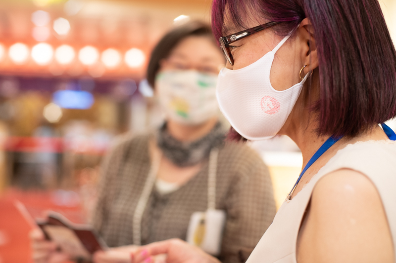 来店されていたお客様が、鳳凰のマスクを着用されていました。