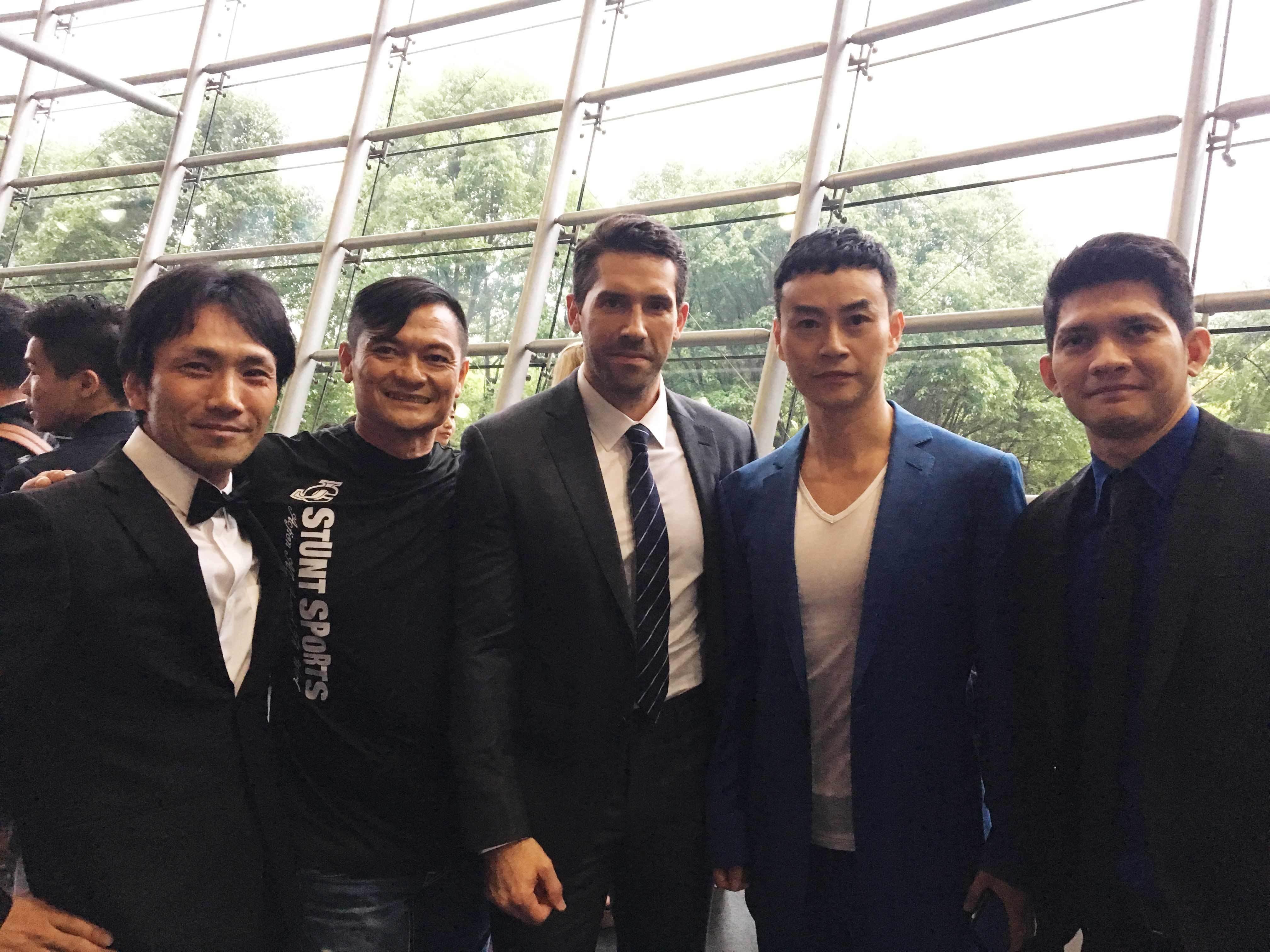 左から、下村勇二監督、アンディ・チェン、スコット・アドキンス、タイガー・チェン、イコ・ウワイス
