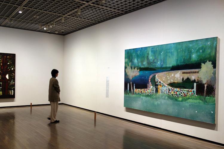 右:《ガストホーフ・ツァ・ムルデンタールシュペレ》2000–02 油彩、キャンバス 196x296cm シカゴ美術館
