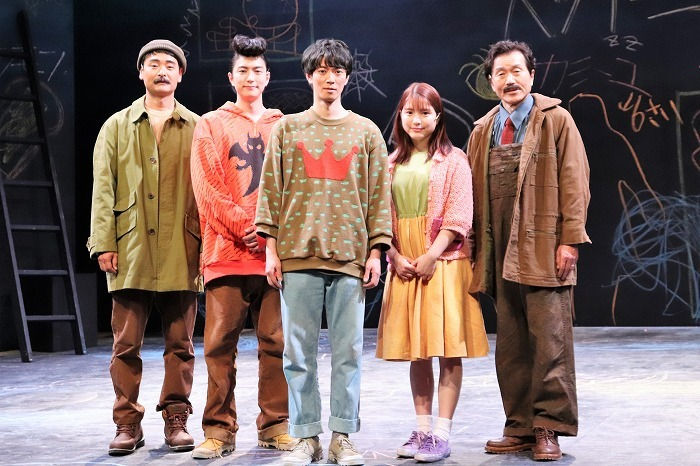 (左から)ノゾエ征爾、稲葉友、辰巳雄大、川島海荷、平田満