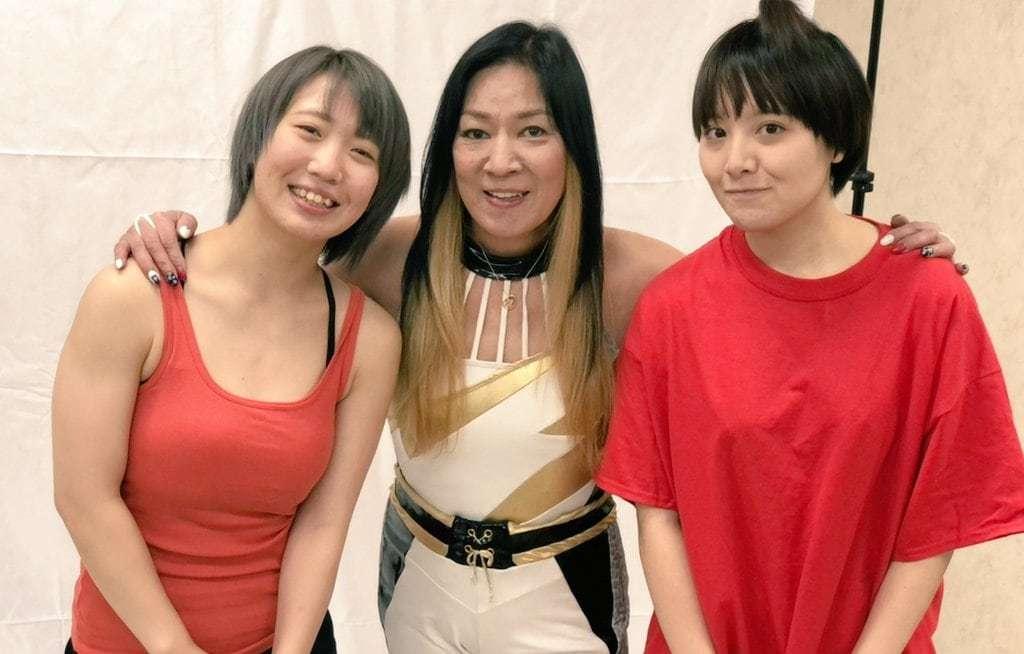 主演する松井珠紗(左)、岩井杏加(右)とジャガー横田