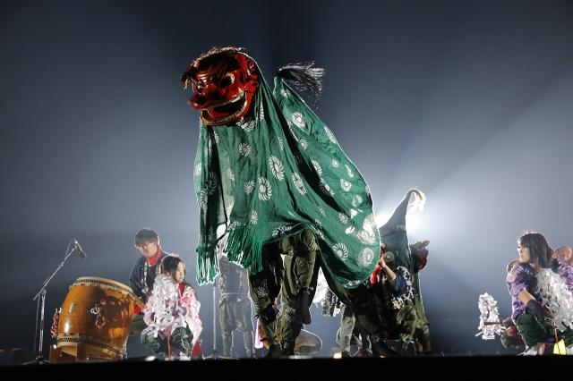 『ももクロ春の一大事2017 in 富士見市〜笑顔のチカラつなげるオモイ〜』1日目 獅子舞 Photo by HAJIME KAMIIISAKA+Z