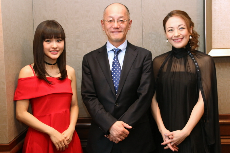 (左から)昆夏美、木村信司、シルビア・グラブ