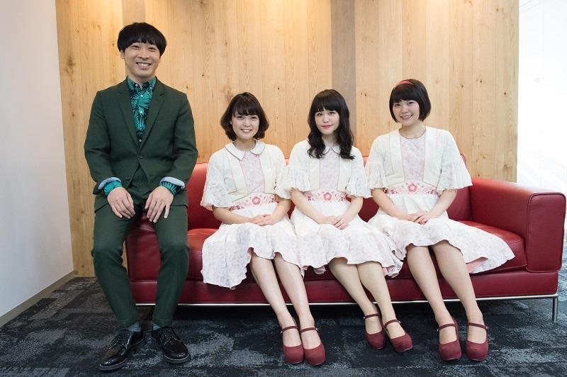 堂島孝平×Negicco(左からKaede、Nao☆、Megu) 撮影=鈴木恵