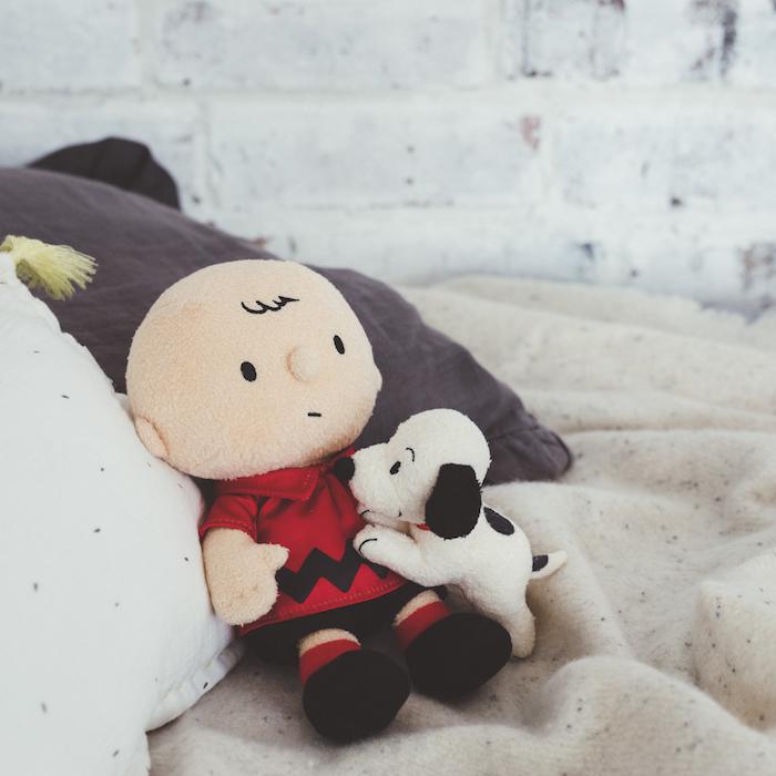 「HUGぬいぐるみ CB&SN(50's)」4,620円(税込) (写真=オフィシャル提供) (C) Peanuts Worldwide LLC