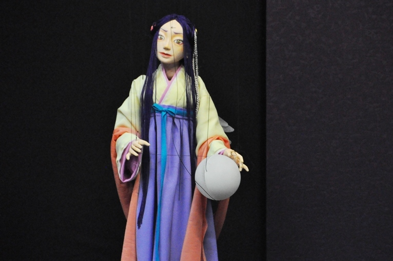 「からくりもありつつ、性格や役割もある人形」を代表する、『高丘親王航海記』藤原薬子の人形。