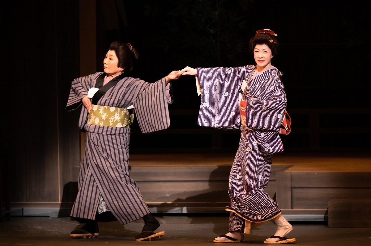 『かたき同志』左から泉ピン子、坂本冬美 撮影:田中聖太郎