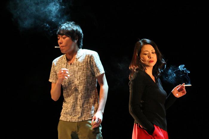 『家庭内失踪』(右から)小泉今日子、落合モトキ