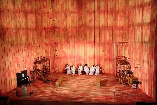ふじのくに⇄せかい演劇祭 2011『エクスターズ』 製作:SPAC−静岡県舞台芸術センター