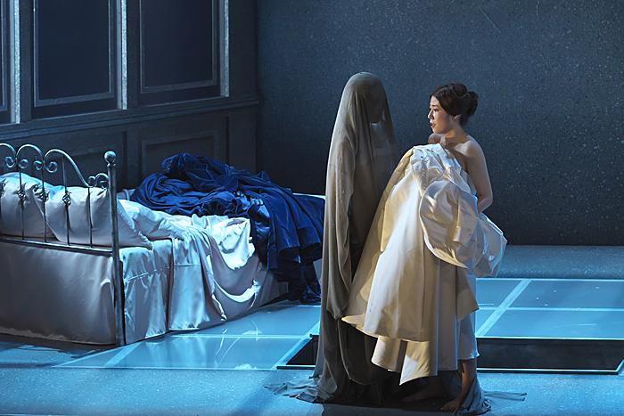 『ルチア~あるいはある花嫁の悲劇~』右:高橋維、左:田代真奈美 (撮影:長澤直子)