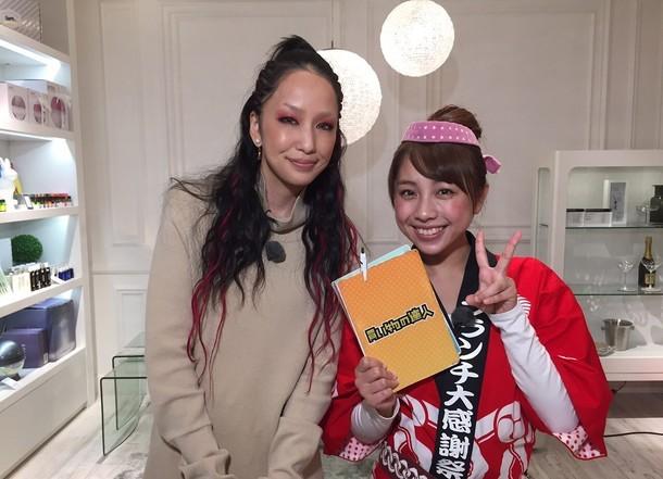 中島美嘉(左)と鈴木あきえ(右)。
