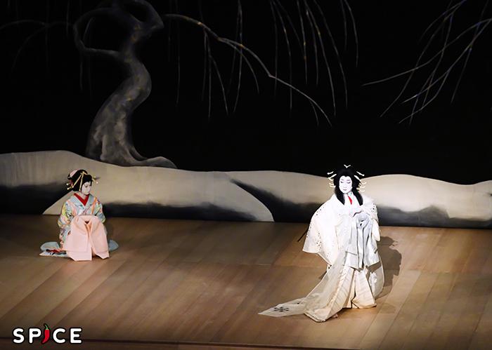 『闇梅百物語』左から、新造=中村虎之介、雪女郎=中村扇雀 提供 松竹(株)