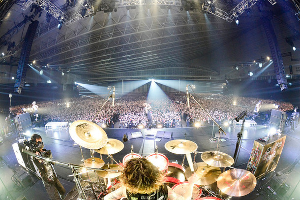 "ONE OK ROCK「ONE OK ROCK 2015 ""35xxxv"" JAPAN TOUR」千葉・幕張メッセ公演の様子。(Photo by RUI HASHIMOTO[Sound Shooter])"