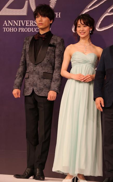 (左から)山崎育三郎、愛希れいか