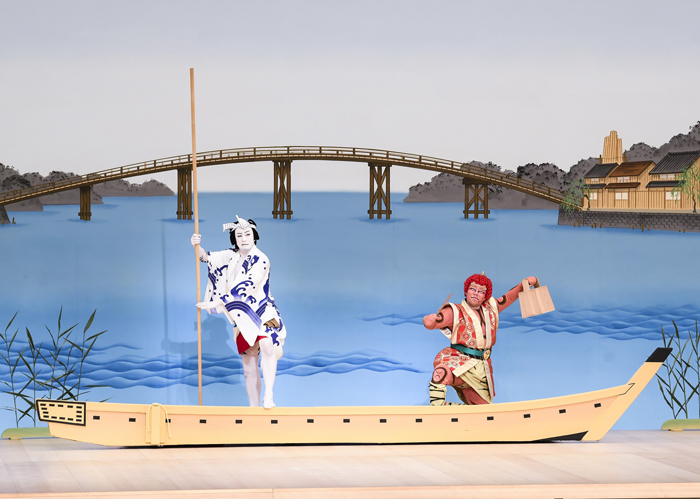 『雷船頭』(偶数日)左から、船頭=松本幸四郎、雷=中村鷹之資