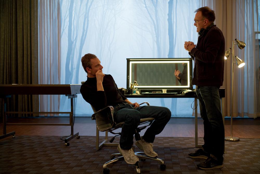 左から マイケル・ファスベンダー、ダニー・ボイル監督 (C)Universal Pictures