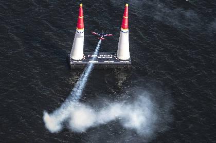 時速370キロのアクロバット飛行! 『レッドブル・エアレース千葉2018』が開催
