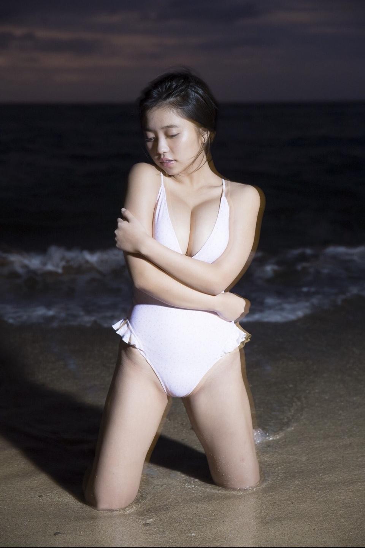 大原優乃のファースト写真集『ゆうのだけ』(集英社)より