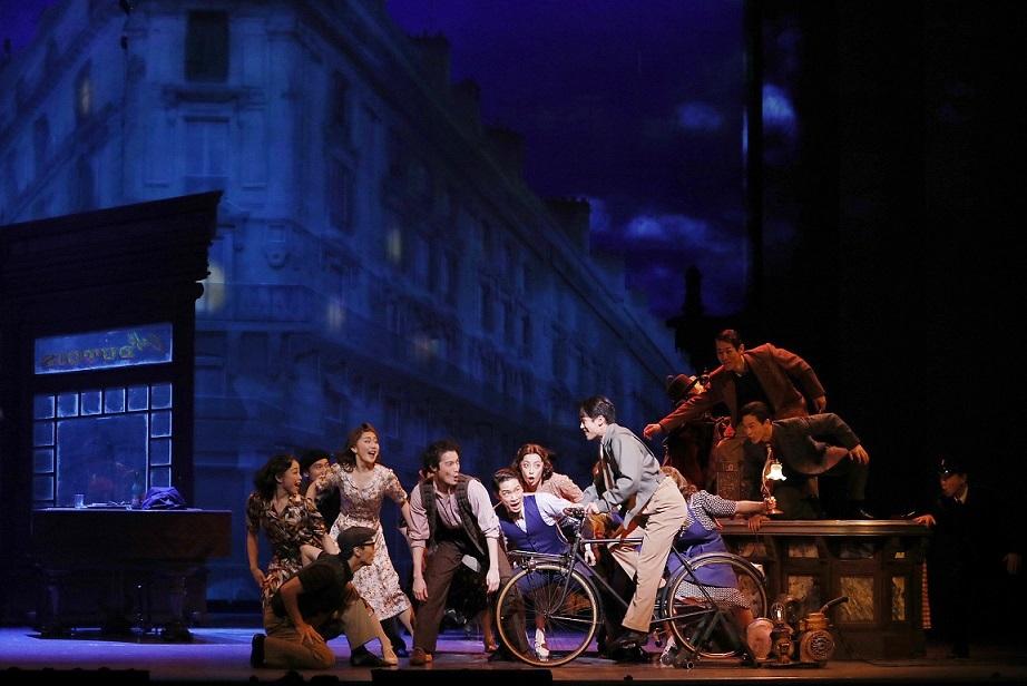 劇団四季『パリのアメリカ人』(撮影:下坂敦俊)