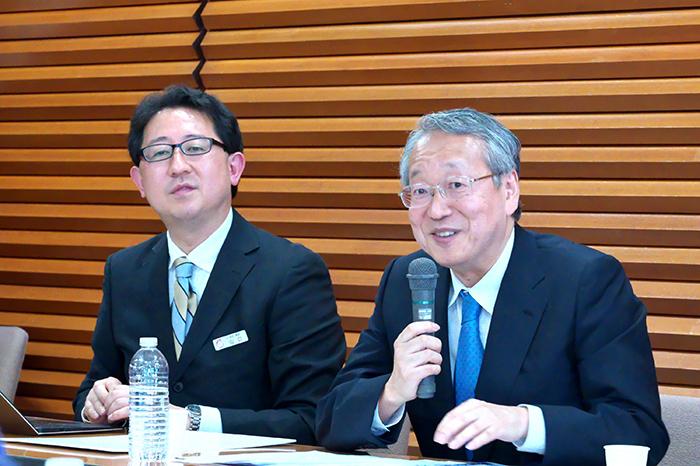 (左から)常務理事 兼 事務局長の山口毅、理事長の韮澤弘志
