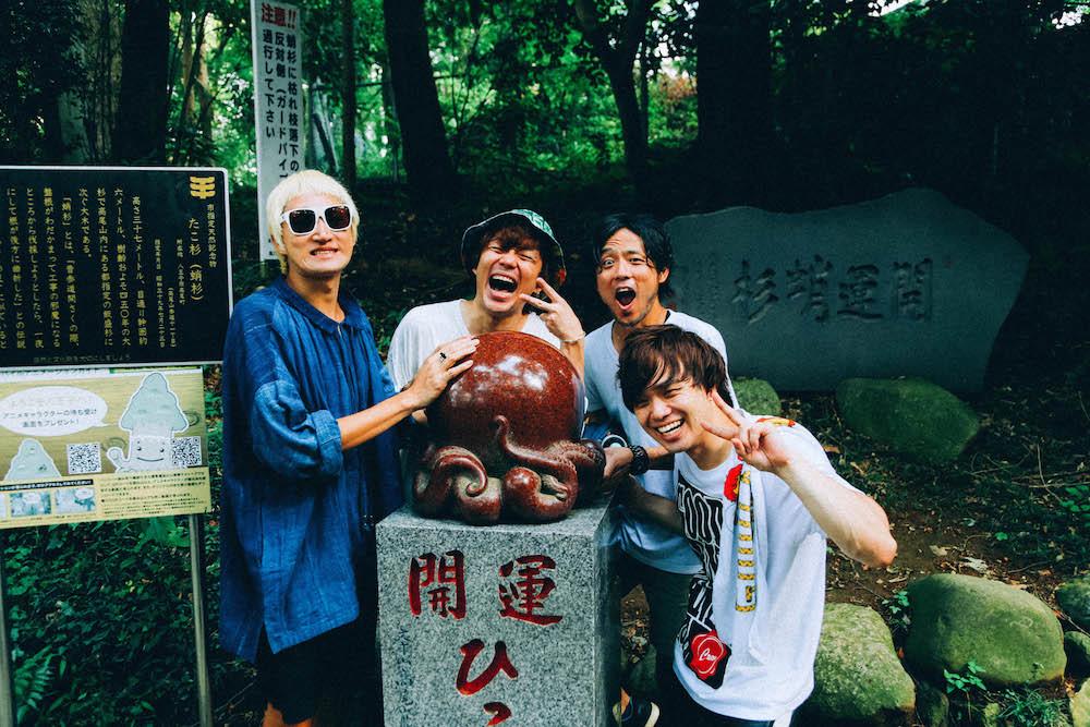 直前に記念写真を撮っていたキッズのテンションに引っ張られ気味の4人