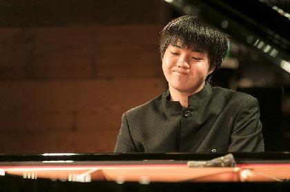 期待の新星ピアニスト・藤田真央が魅せた名曲たちの多彩な表情~『クララ・ハスキル国際ピアノコンクール』優勝者が渋谷のカフェで堂々演奏