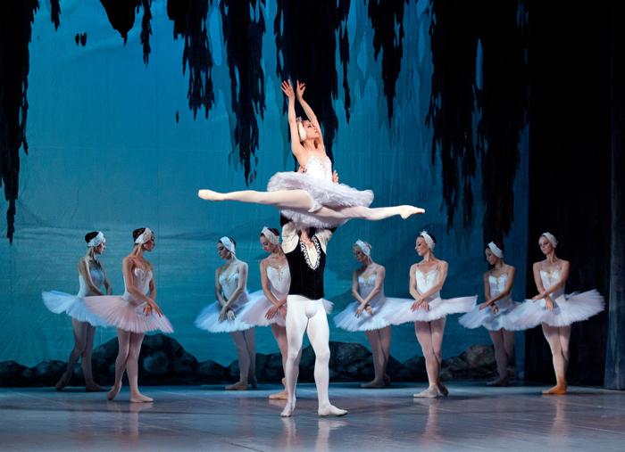 キエフ・クラシック・バレエ『白鳥の湖』より