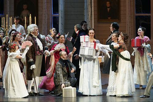 《エフゲニー・オネーギン》第2幕 舞踏会 C)N.Razina